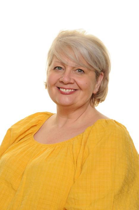 Mrs Tracey Elliott