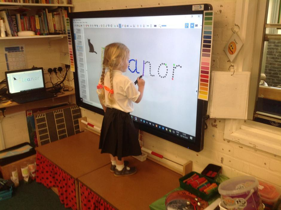 Using the traffic light system following the dots on the Clevertouch board.