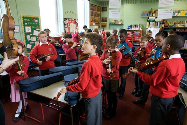 Whole class violin lesson