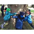 7 children hugging a tree