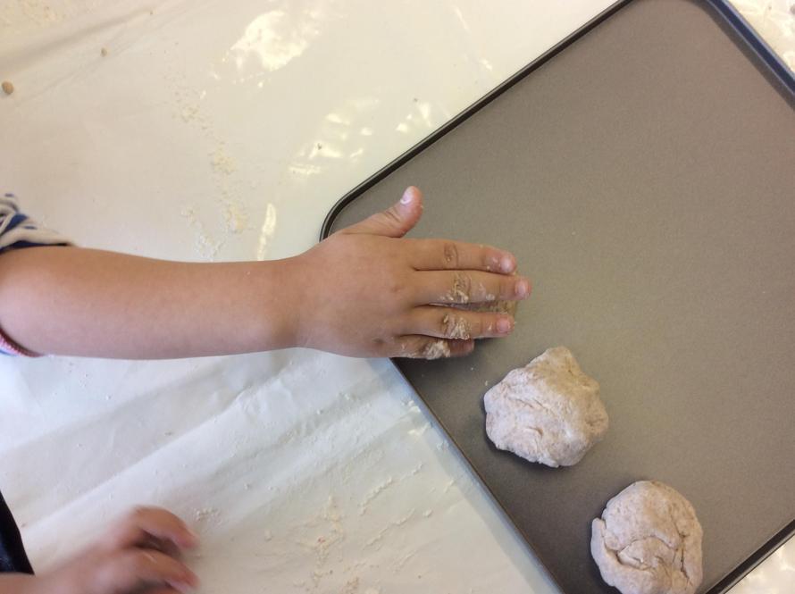We put our dough balls onto a baking tray.