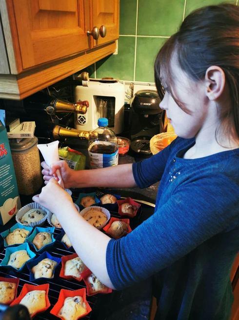 Ariadne baking cakes