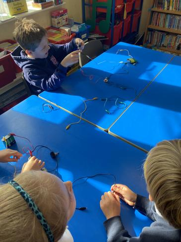 Simple circuit making