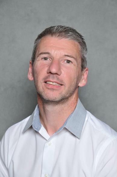 Mr Tony Roberts