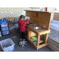 We love to use natural reasources such as chalk, pasta and mud at the mud kitchen