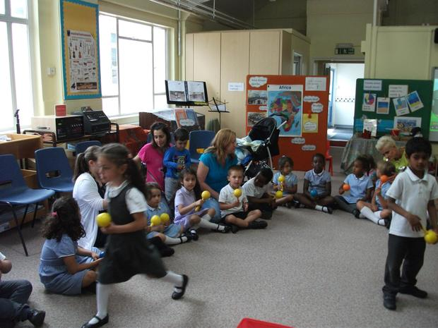 Reception enjoy a music session with their parents