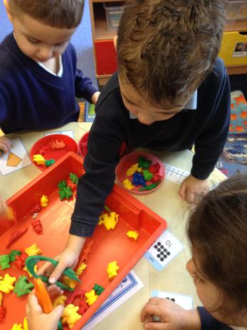 We are learning to use different resources to develop our fine motor skills