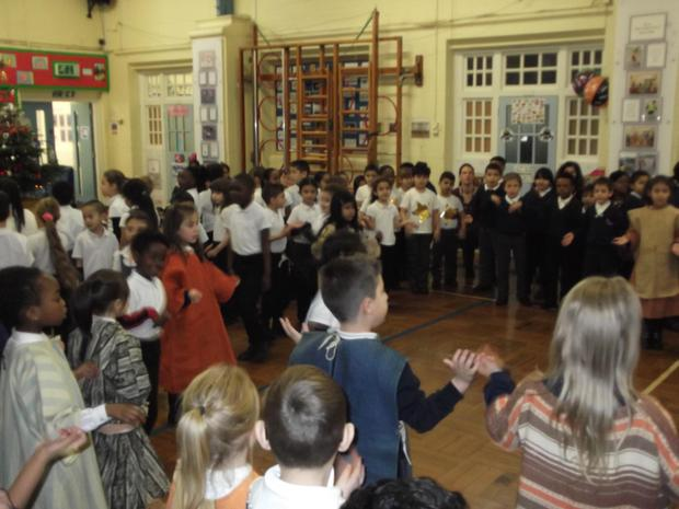 Year 2 entertained the parents with 'The sleepy shepherd'.JPG