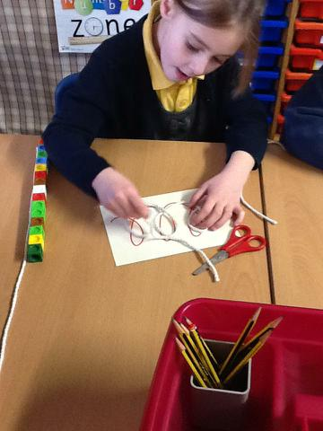 Using string & cubes to measure a wiggly line