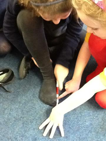 Measuring the length of a foot using beads
