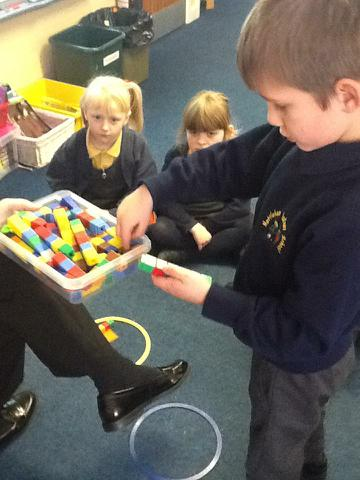 Using cubes to find numbers that are odd & even
