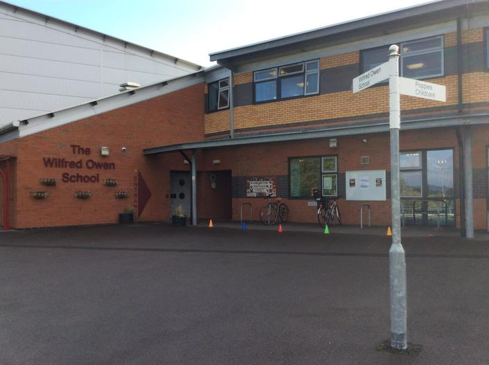 The main entrance for visitors to The Wilfred Owen School.