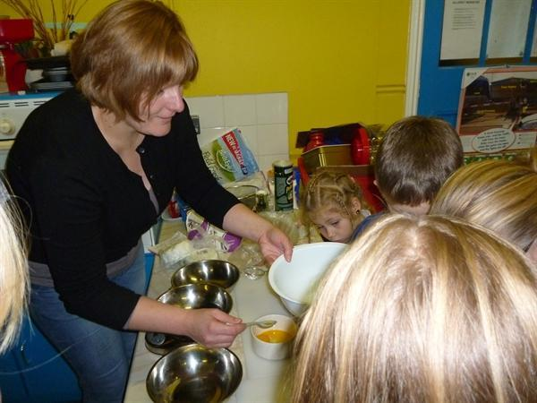 Cookery club taught to make Lithuanian cookies