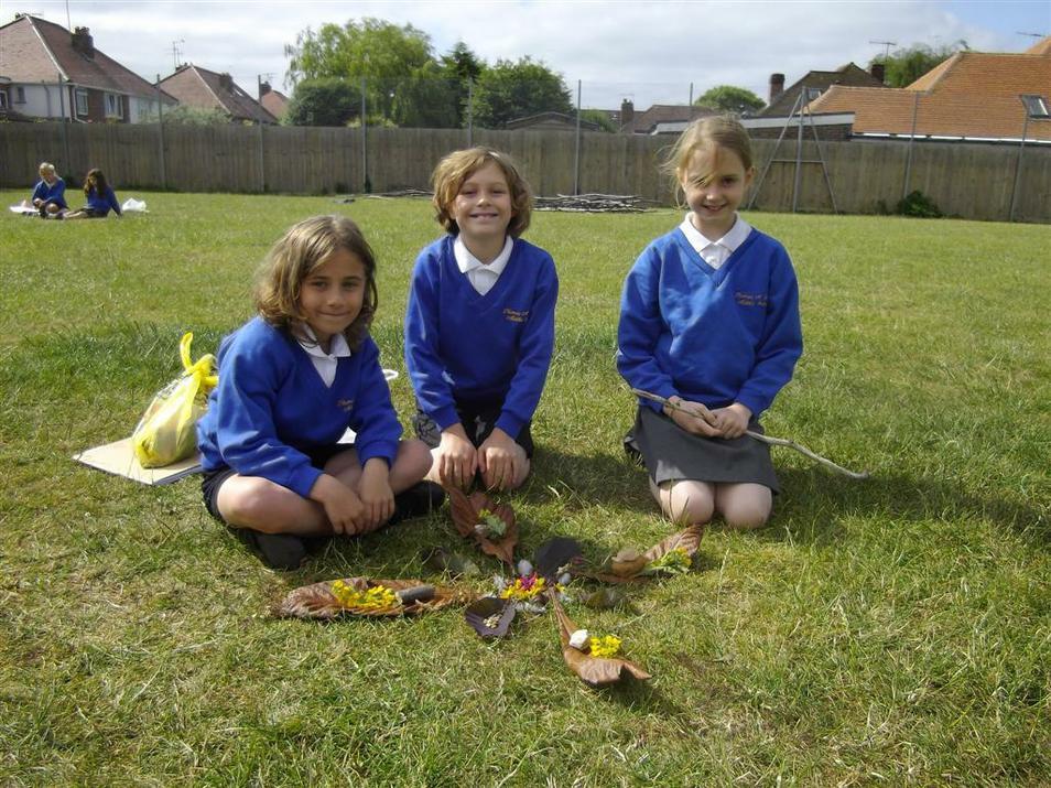 Photo of pupils building sculptures