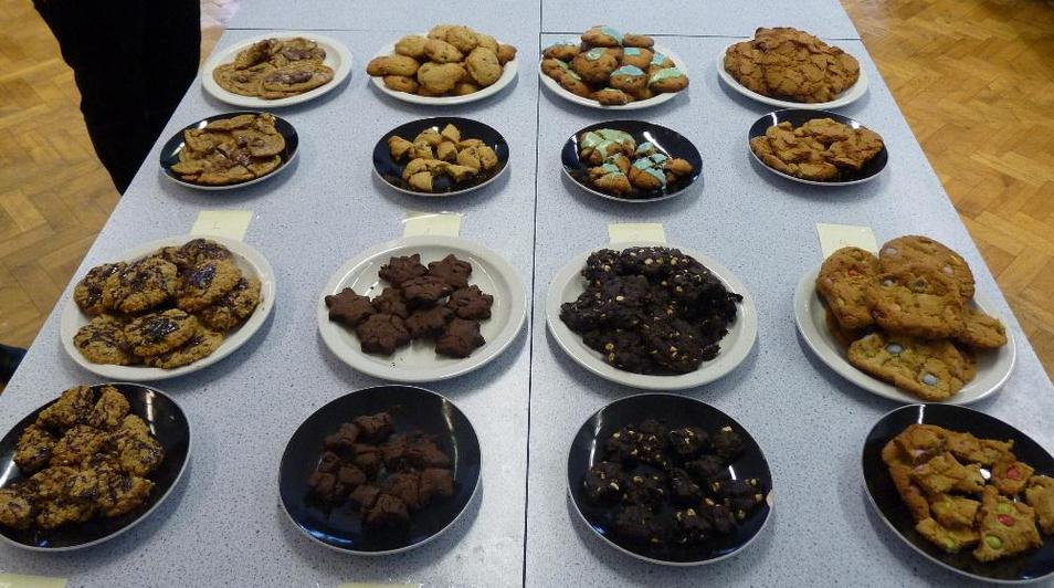 Photo showing cakes and biscuits