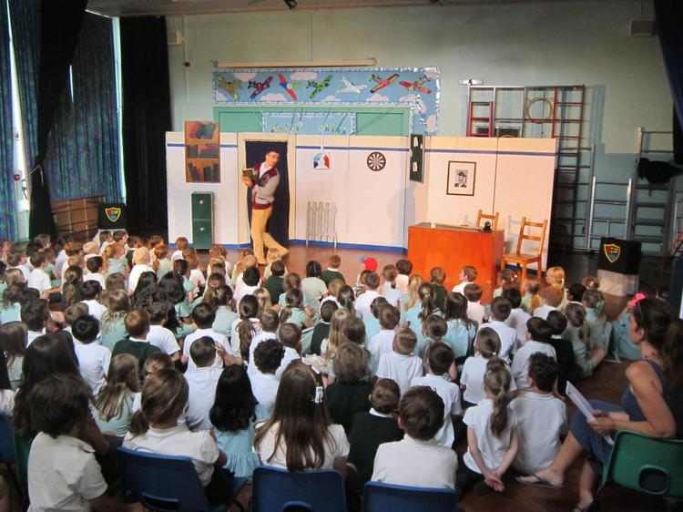A visiting theatre company in the school hall