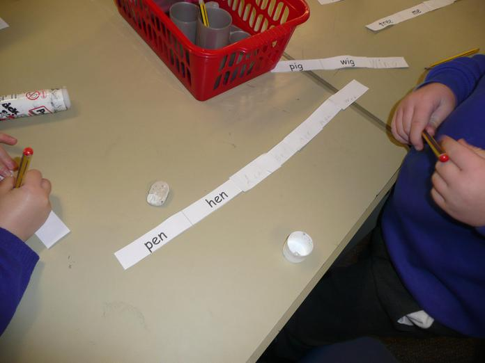 Making chains of rhyming words.