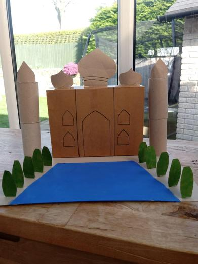 A magnificent model of the Taj Mahal, Henrietta!