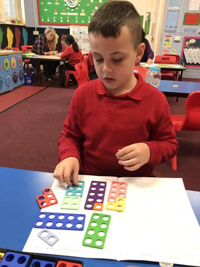 Using numicon to do number bonds to 100 and 1000