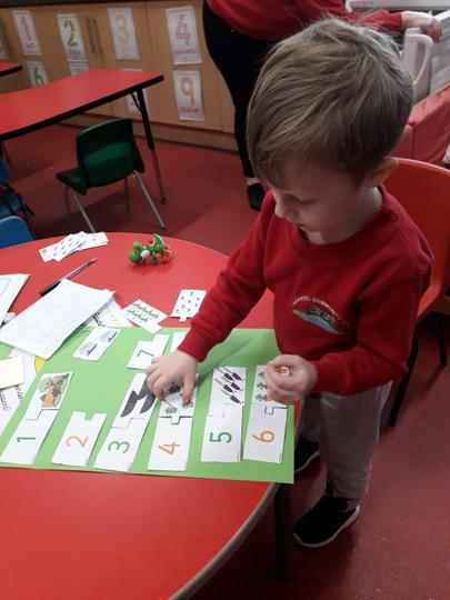 Matching numbers with pictures