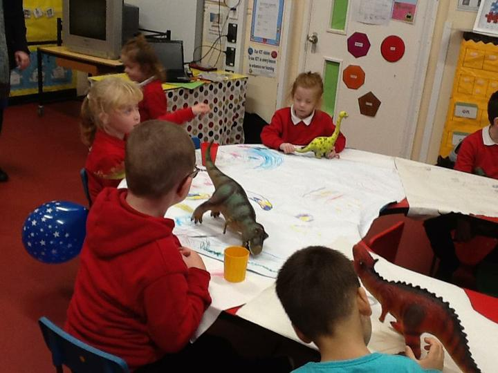 Creative drawing with dinosaurs' help!