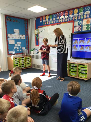 Learning the French alphabet using BSL