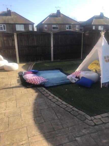 Daisy made a den in the garden with her mummy