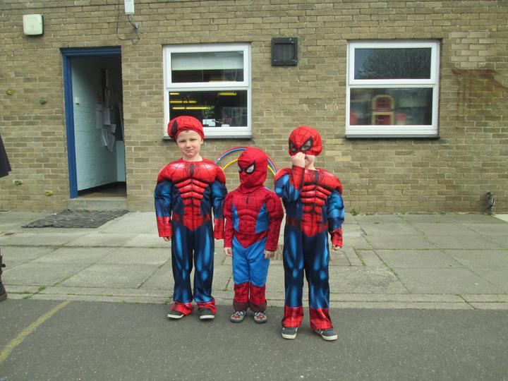 3 Spidermen