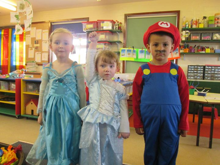 2 Super Princesses and 1 Super Mario