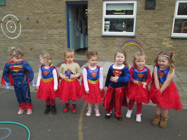 7 Supergirls