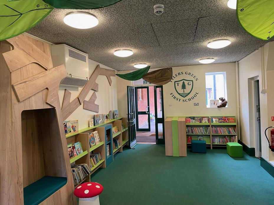 There's another reading nook hiding in this picture!