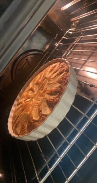 Freddie and Ronnie's Roman Apple Cake