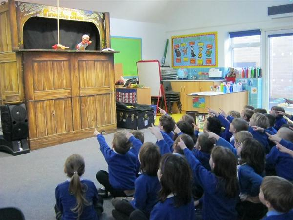 A real puppet show in Owls class!