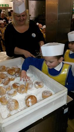 Sugaring doughnuts!