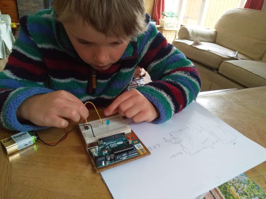 Super science - electric circuit building