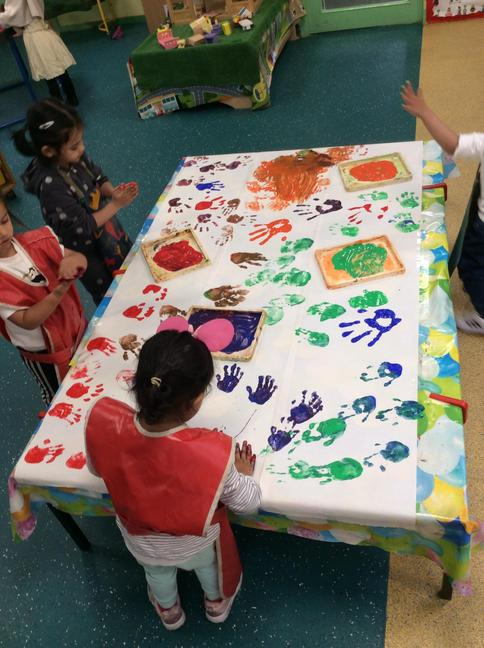 Hand printing and mixing colours together