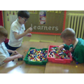 Play session: fine motor / co-operative play