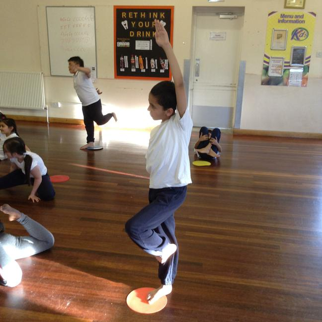 Creating shapes in gymnastics