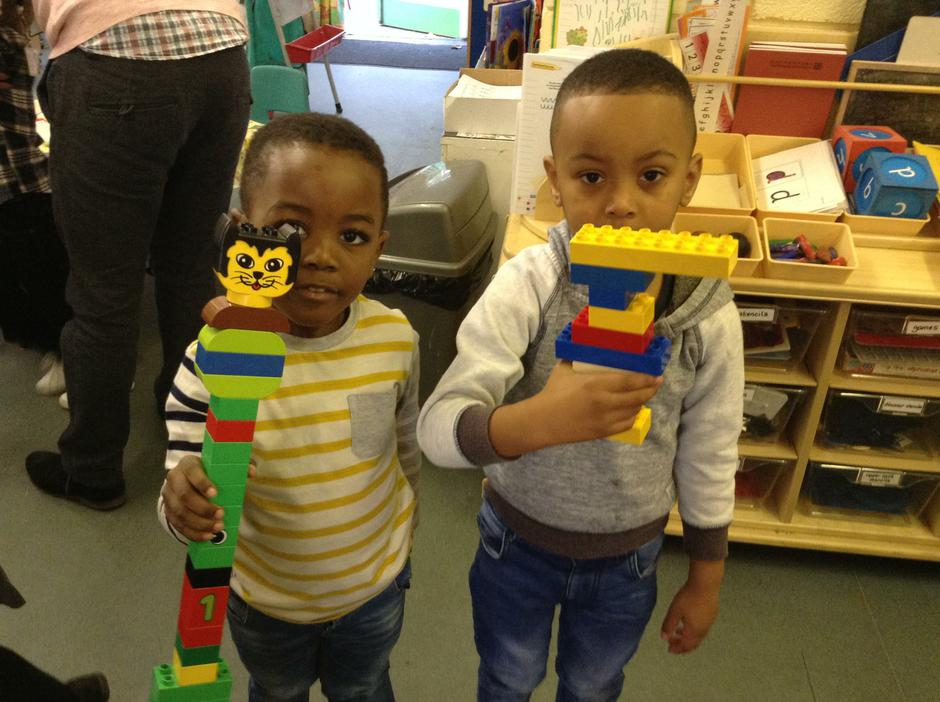 Using duplo to create different models.