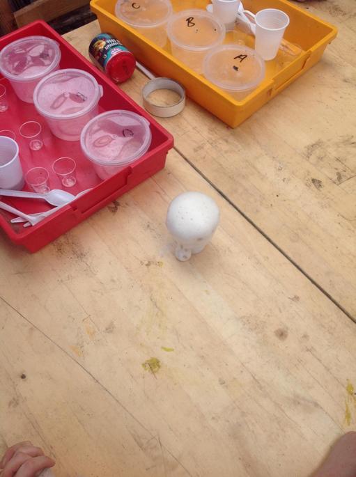 Bicarbonate and vinegar make lots of bubbles.