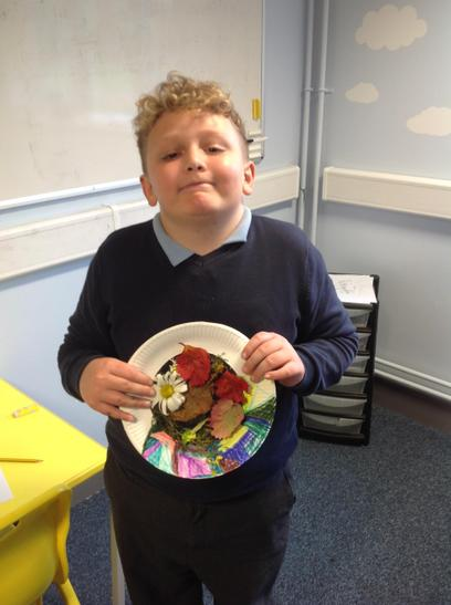 Raff chose lovely autumn leaves for his artwork.