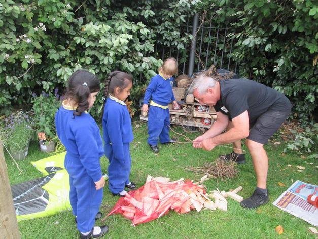 Building a Bug hotel with Billy