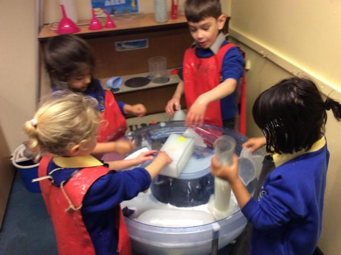 Learning about capacity through water  play in arctic seas