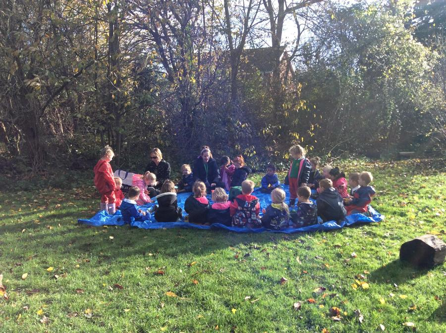 Outdoor learning- bird feeders making, magic bean planting, Autumn things hunting.