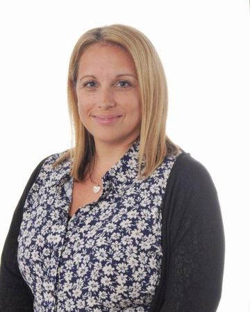 Mrs Simpson (Teaching Assistant Year 6)
