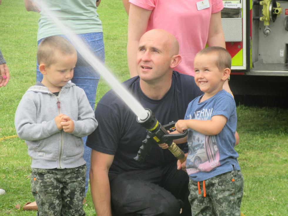 Tien and Cayden spraying the hose!.JPG