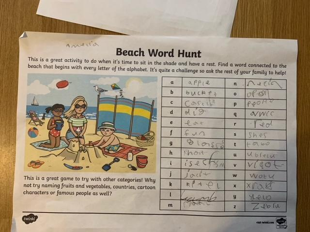 Wow! You found lots of things in the picture. Well done Amelia!