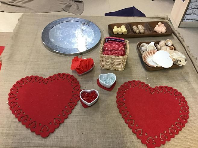 A valentine theme loose parts table is all ready..
