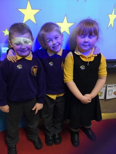 Class 2's reading and writing stars