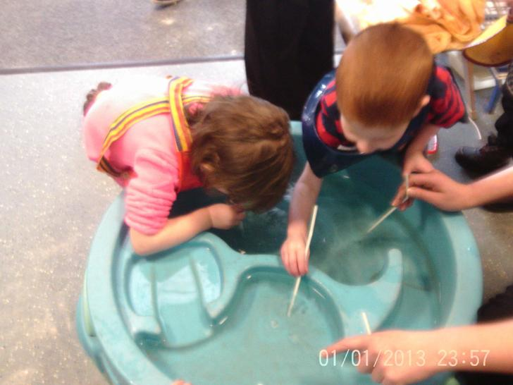We make bybbles in the water tray!